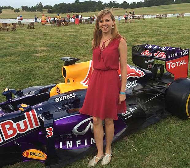 Инженерката във Формула 1 Цветелина Мавродиева от Белица завърши с отличие астронавтика в университета в Саутхемптън