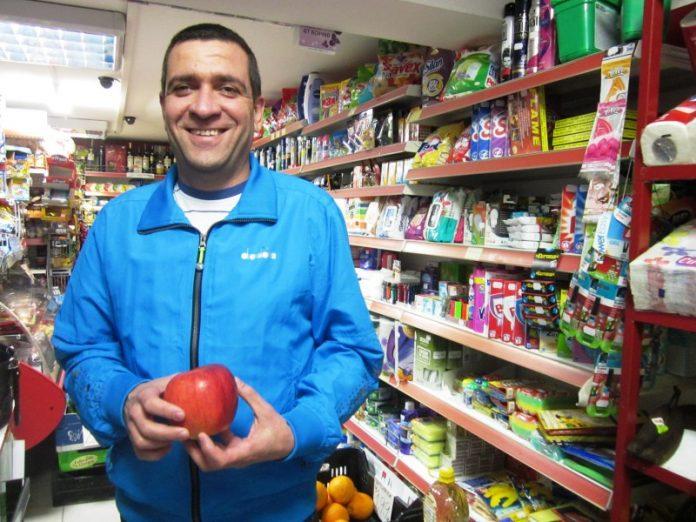 След ГУРБЕТ 37-годишният Йордан Тръвнев върти успешен малък бизнес- бакалия