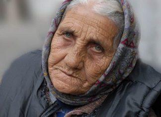 """Тъжната история на една баба към селски лекар: """"Напиши, че съм умряла сине, моля те от все сърце!"""""""