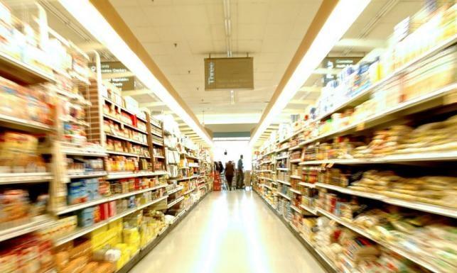 Грандиозен скандал в Евросъюза! На Запада доставят качествени храни, на нас – боклуците