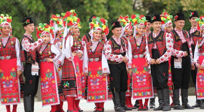Народните танци стават задължителни до 12 клас