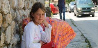 Здравчето – едно дете, което чисти тоалетната в Мелник