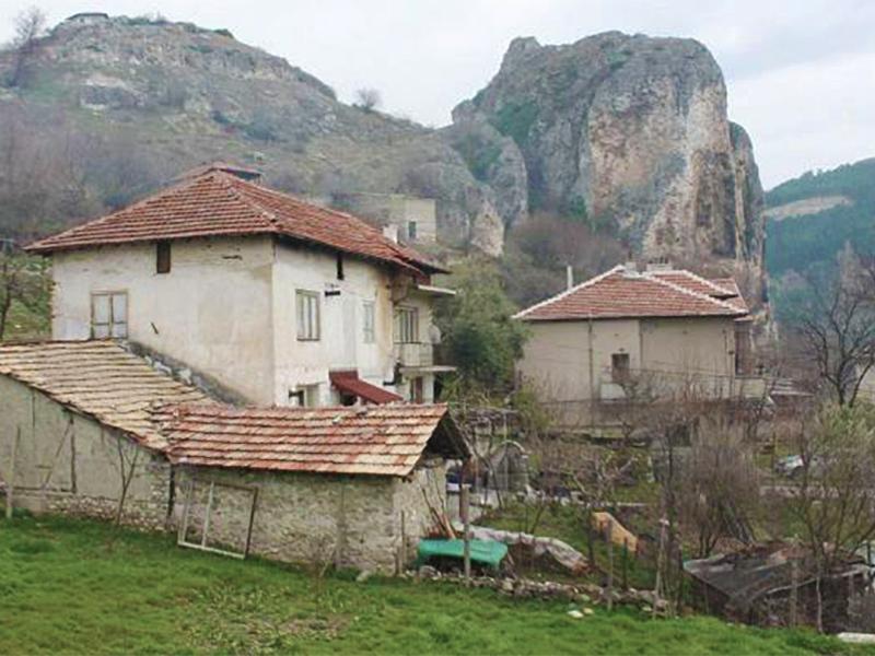 Руснаци, германци, естонци и англичани живеят щастливо в едно българско село