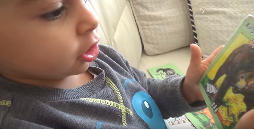 УНИКУМ! Две годишно българче чете и пише (ВИДЕО)