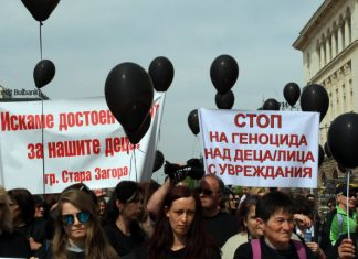 Защо не сме по площадите? Гневим се на Валери Симеонов във фейсбук и на маса с приятели