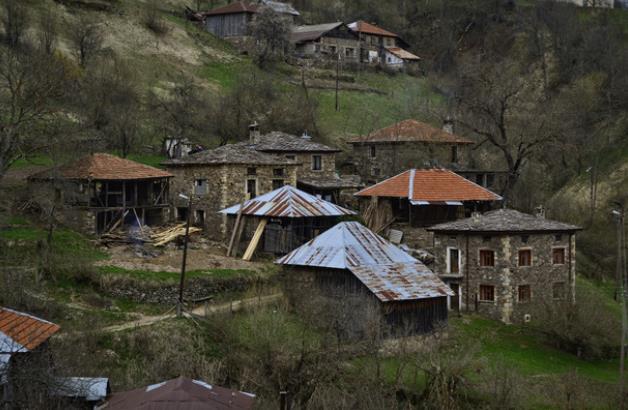 Г- да политици, защо убихте българското село....
