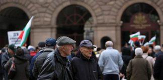 Пенсионерите да мрем от глад ли