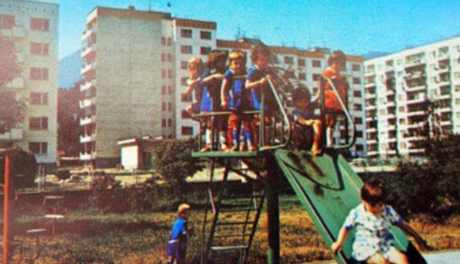 За филиите с лютеница, ожулените колене и детството на село